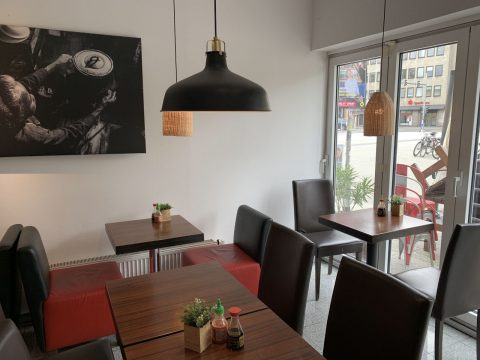 Ngon Kitchen - Vietnam Restaurant in Hannover. Wir bieten Ihnen besondere Köstlichkeiten aus vietnamesischen Küche an. Alle Gerichte bereiten wir für Sie nach Originalrezepten aus Vietnam mit frischen Zutaten und traditioneller Gewürze zu. Genießen Sie Ihr Essen gesund, köstlich, aromatisch in einer gemütlichen Atmosphäre.